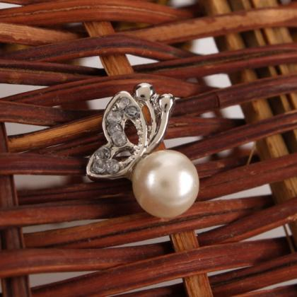 Beauty is in the Details Pearl Stud..